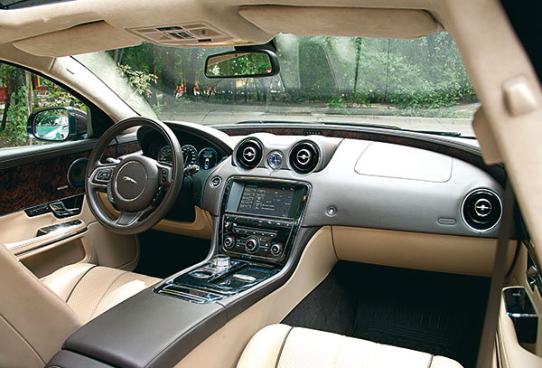 Интерьер Jaguar XJ